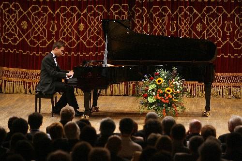 Matei Bucur-Mihăescu, 2009 pe scena Ateneului Român, cu prilejul Conferinţa Comunităţilor Româneşti din Europa