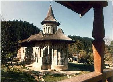 """Biserica """"Sfântul Gheorghe"""" a fostei Mănăstiri Voroneţ"""
